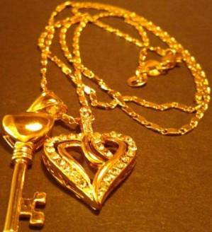 compro prendas de oro y  llamenos con su whatsapp 04149085101