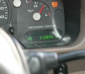 vendo mi hermoza camioneta explorer eddy babuer 2005 por viaje