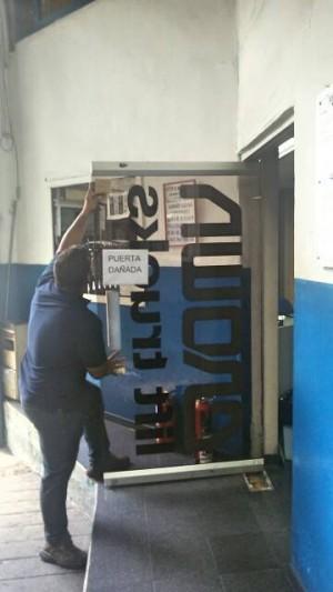 reparacion puertas de vidrio templado mantenimiento cerraduras frenos