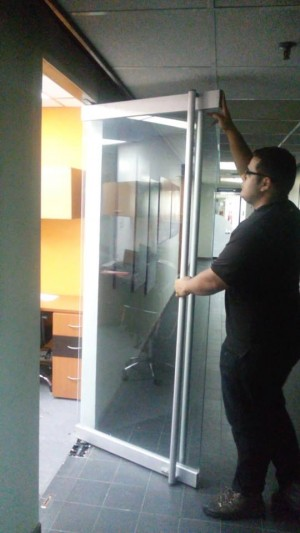 reparacion mantenimiento de puertas de vidrio en caracas venezuela