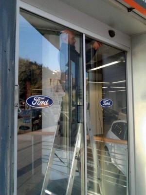 reparaci�n y mantenimiento para puertas de vidrio