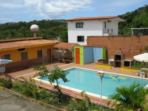 alquilo 2 casas con piscina y un trailers en higuerote