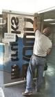Mantenimiento y reparacion en puerta de vidrio templado